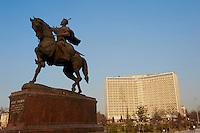 Ouzbekistan, Tashkent, Statue de Timur, Tamerlan, hotel Uzbekistan // Uzbekistan, Tashkent, Timur Statue and Uzbekistan hotel