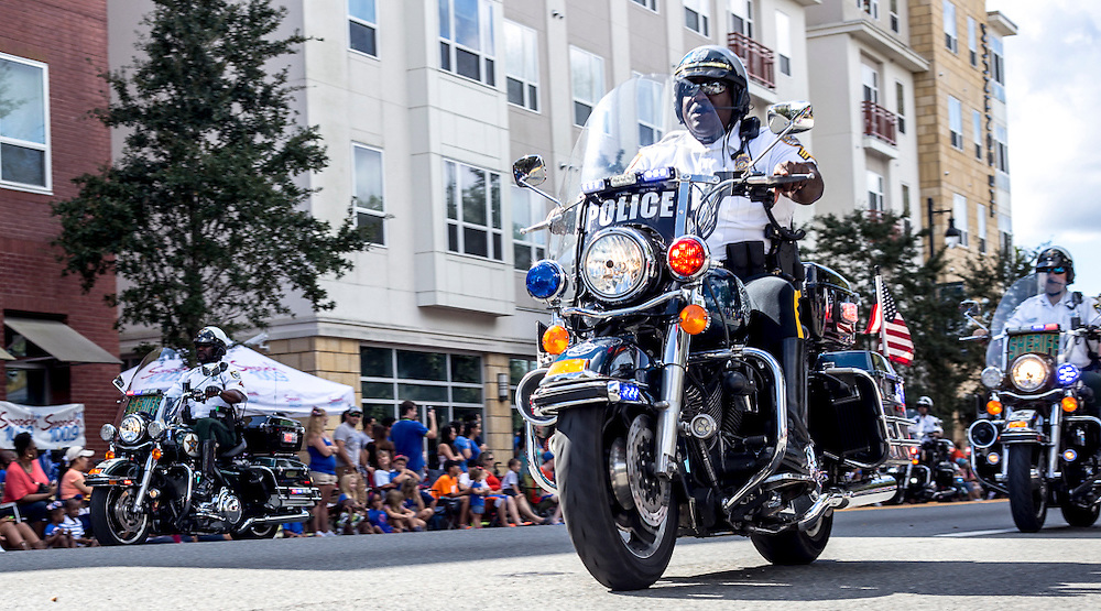 Loud Harley Davidsons from the Gainesville Police Department Motocycle Unit roar away during the 2015 Homecoming Parade. (photo by Samuel Navarro)