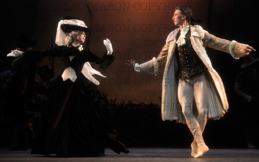 16.10.2012 English National Ballet performing The Sleeping Beauty at Milton Keynes Theatre UK<br /> Prince Desire Vadim Muntagirov Princess Aurora Tamara Rojo