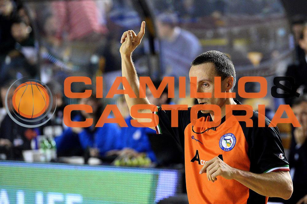 DESCRIZIONE : Roma Lega serie A 2013/14 Acea Virtus Roma Sutor Montegranaro<br /> GIOCATORE : arbitro<br /> CATEGORIA : fallo<br /> SQUADRA : Acea Virtus Roma<br /> EVENTO : Campionato Lega Serie A 2013-2014<br /> GARA : Acea Virtus Roma Sutor Montegranaro<br /> DATA : 18/01/2014<br /> SPORT : Pallacanestro<br /> AUTORE : Agenzia Ciamillo-Castoria/M.Greco<br /> Fotonotizia : Roma Lega serie A 2013/14 Acea Virtus Roma Sutor Montegranaro<br /> Predefinita :