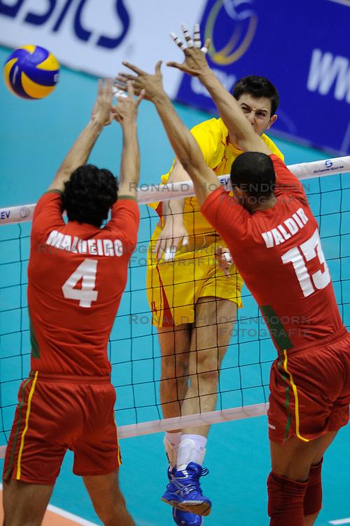 28-05-2010 VOLLEYBAL: EK KWALIFICATIE PORTUGAL - MACEDONIE: ROTTERDAM<br /> Portugal wint met 3-0 van Macedonie en is groepswinnaar geworden / Nikola Gjorgiev<br /> &copy;2010-WWW.FOTOHOOGENDOORN.NL