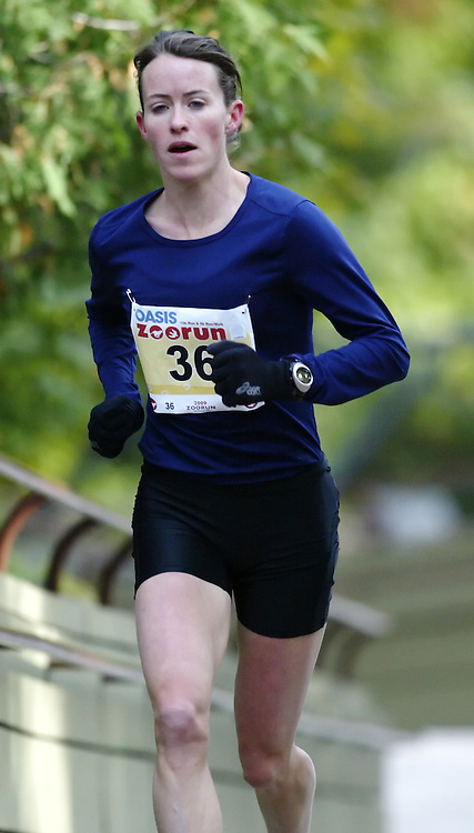 "(Toronto, Ontario -- 17 Oct 2009) MALINDI ELMORE works hard to race up the long boardwalk hill by the tiger enclosure en route to victory in the 2009 OASIS Zoo Run 10K run and Athletics Canada national 10 km road racing championship at the Toronto Zoo. [Photo credit should read ""Sean Burges / Mundo Sport Images""]"
