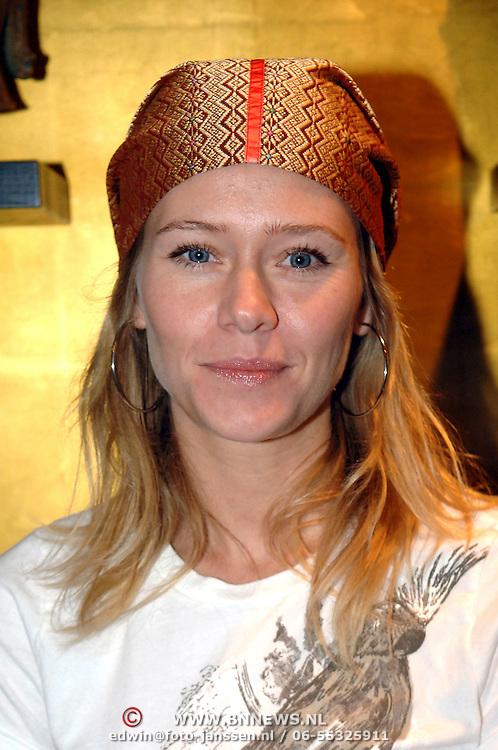 """NLD/Hilversum/20061213 - Persconferentie Avro's """"  Wie is de Mol """" 2006, deelnemer, actrice Liesbeth Kamerling"""