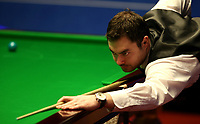 Foto: imago/Digitalsport<br /> NORWAY ONLY<br /> <br /> SHEFFIELD, April 18, 2015 -- Kurt Maflin of Norway competes during the first half of the first round match against Mark Selby of England at the 2015 World Snooker Championship in Crucible Theatre, Sheffield, England on April 18, 2015. Kurt Maflin lost 9-10.