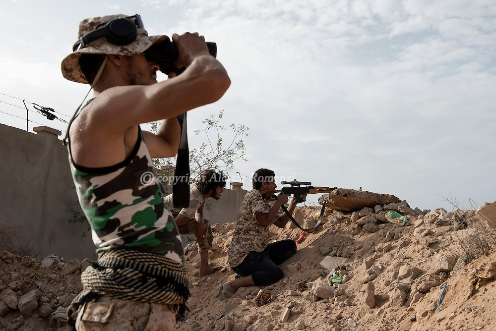 Libya: a fighter affiliated with Libya's Government of National Accord's (GNA) check with a binoculars ISIS position in southern Sirte. Alessio Romenzi