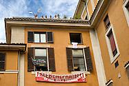 Roma, 23 Settembre  2014<br /> Manifestazione dei lavoratori dell'Ospedale, S.Giovanni Calibita-Fatebenefratelli all'Isola Tiberina,contro il taglio del salario del 20%, in tre anni  firmato dall'azienda, con i sindacati dei medici. <br /> Rome, 23 September 2014 <br /> Workers' protest Fatebenefratelli Hospital at  Isola Tiberina, against the pay cut of 20% in three years signed by the company  with the unions of doctors.