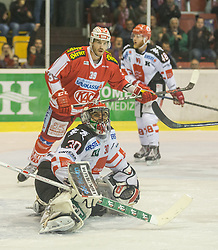 02.10.2015, Stadthalle, Klagenfurt, AUT, EBEL, EC KAC vs HC TWK Innsbruck Die Haie, im Bild Andy Chiodo (HC TWK Innsbruck Die Haie #30), Jean-François Jacques (EC KAC, #39), David Liffton (HC TWK Innsbruck Die Haie #48)// during the Erste Bank Eishockey League match betweeen EC KAC and HC TWK Innsbruck Die Haie at the City Hall in Klagenfurt, Austria on 2015/190/02. EXPA Pictures © 2015, PhotoCredit: EXPA/ Gert Steinthaler