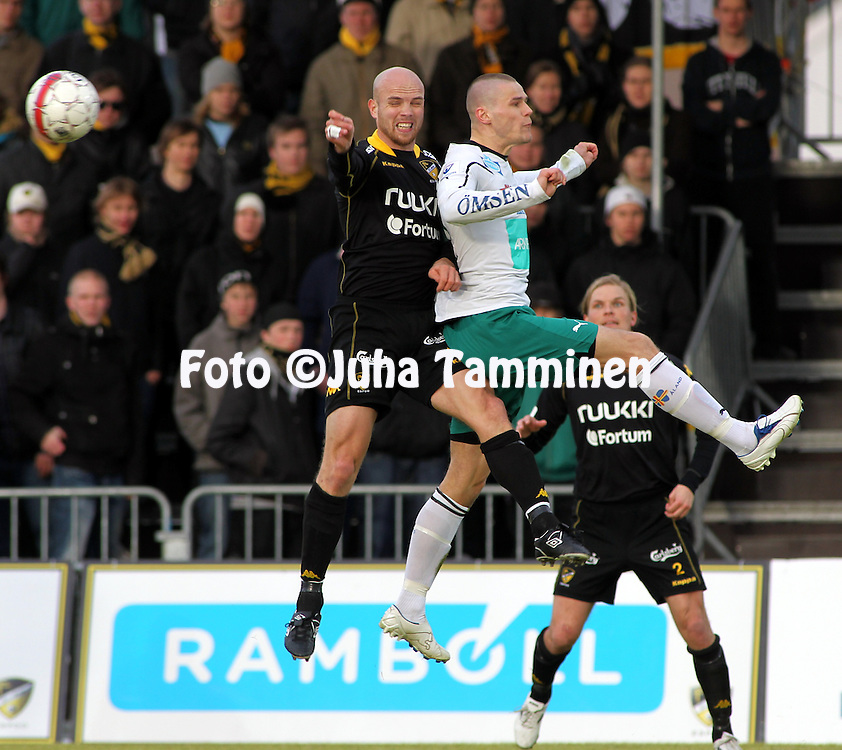 01.05.2010, Tapiolan Urheilupuisto, Espoo..Veikkausliiga 2010, FC Honka - IFK Mariehamn..Rami Hakanp?? (Honka) v Sasha Anttilainen (MIFK).©Juha Tamminen.