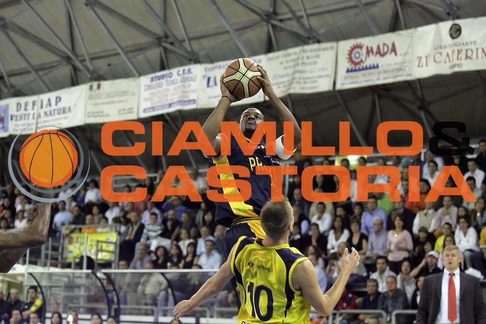 DESCRIZIONE : Scafati Lega A1 2007-08 Legea Scafati Premiata Sutor Montegranaro<br /> GIOCATORE : Ricky Minard<br /> SQUADRA : Premiata Sutor Montegranaro<br /> EVENTO : Campionato Lega A1 2007-2008 <br /> GARA : Legea Scafati Premiata Sutor Montegranaro<br /> DATA : 14/10/2007<br /> CATEGORIA : Tiro<br /> SPORT : Pallacanestro <br /> AUTORE : Agenzia Ciamillo-Castoria/A.De Lise <br /> Galleria : Lega Basket A1 2007-2008<br /> Fotonotizia : Scafati Campionato Italiano Lega A1 2007-2008 Legea Scafati Premiata Sutor Montegranaro<br /> Predefinita: si