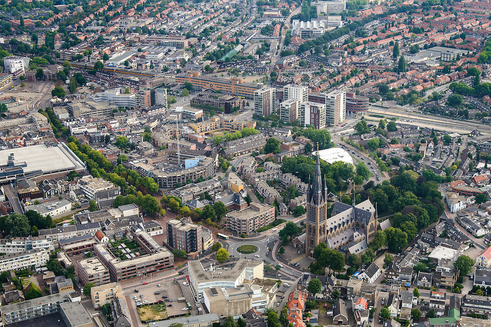 Nederland, Noord-Holland, Hilversum, 27-08-2013;<br /> Overzicht stad gezien in de richting van het station (geel, midden), in de voorgrond de Sint Vituskerk.<br /> View on Hilversum, railway station (yellow building center photo)<br /> luchtfoto (toeslag op standaard tarieven);<br /> aerial photo (additional fee required);<br /> copyright foto/photo Siebe Swart.