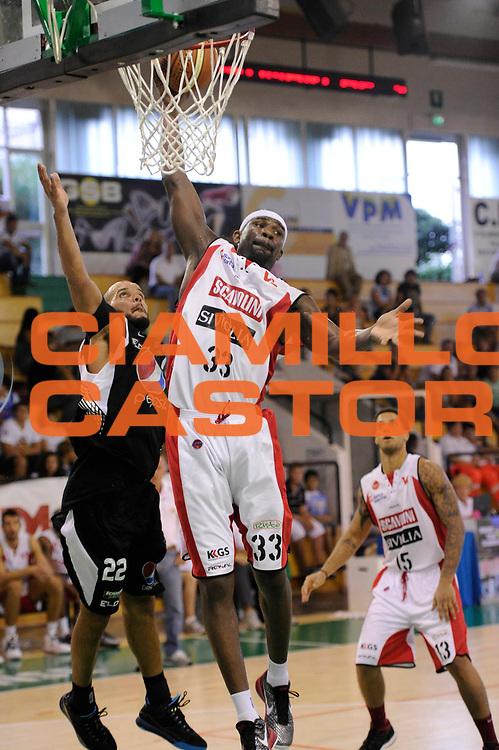 DESCRIZIONE : Porto Sant Elpidio Lega A 2011-2012 Torneo Della Calzatura Scavolini Siviglia Pesaro Pepsi Caserta<br /> GIOCATORE : Jumaine Jones<br /> CATEGORIA : tiro rimbalzo<br /> SQUADRA : Scavolini Siviglia Pesaro<br /> EVENTO : Campionato Lega A 2011-2012<br /> GARA : Scavolini Siviglia Pesaro Pepsi Caserta<br /> DATA : 25/09/2011<br /> SPORT : Pallacanestro<br /> AUTORE : Agenzia Ciamillo-Castoria/C.De Massis<br /> GALLERIA : Lega Basket A 2011-2012<br /> FOTONOTIZIA : Porto Sant Elpidio Lega A 2011-2012 Torneo Della Calzatura Scavolini Siviglia Pesaro Pepsi Caserta<br /> PREDEFINITA :