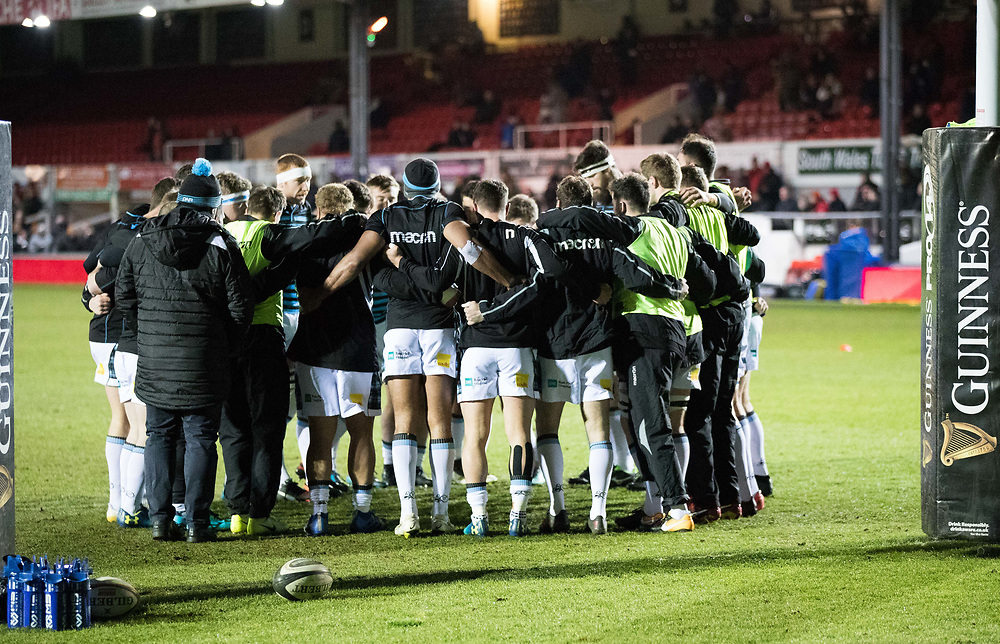 Glasgow Warriors players huddle during the pre match warm up<br /> <br /> Photographer Simon King/Replay Images<br /> <br /> Guinness PRO14 Round 14 - Dragons v Glasgow Warriors - Friday 9th February 2018 - Rodney Parade - Newport<br /> <br /> World Copyright © Replay Images . All rights reserved. info@replayimages.co.uk - http://replayimages.co.uk