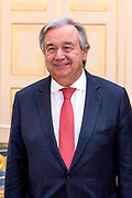 Koning Willem-Alexander en koningin Maxima ontvangen secretaris-generaal van de Verenigde Naties Antonio Guterres voor een diner op Paleis Noordeinde. Aanleiding voor het bezoek van Guterres is de sluitingsceremonie van het Joegoslavietribunaal van de Verenigde Naties (ICTY, The International Criminal Tribunal for the former Yugoslavia). <br /> <br /> King Willem-Alexander and Queen Maxima receive Secretary-General of the United Nations Antonio Guterres for a dinner at Noordeinde Palace. The reason for the visit of Guterres is the closing ceremony of the Yugoslavia Tribunal of the United Nations (ICTY, The International Criminal Tribunal for the former Yugoslavia).<br /> <br /> Op de foto / On the photo:  secretaris-generaal van de Verenigde Naties Antonio Guterres  //// Secretary-General of the United Nations Antonio Guterres