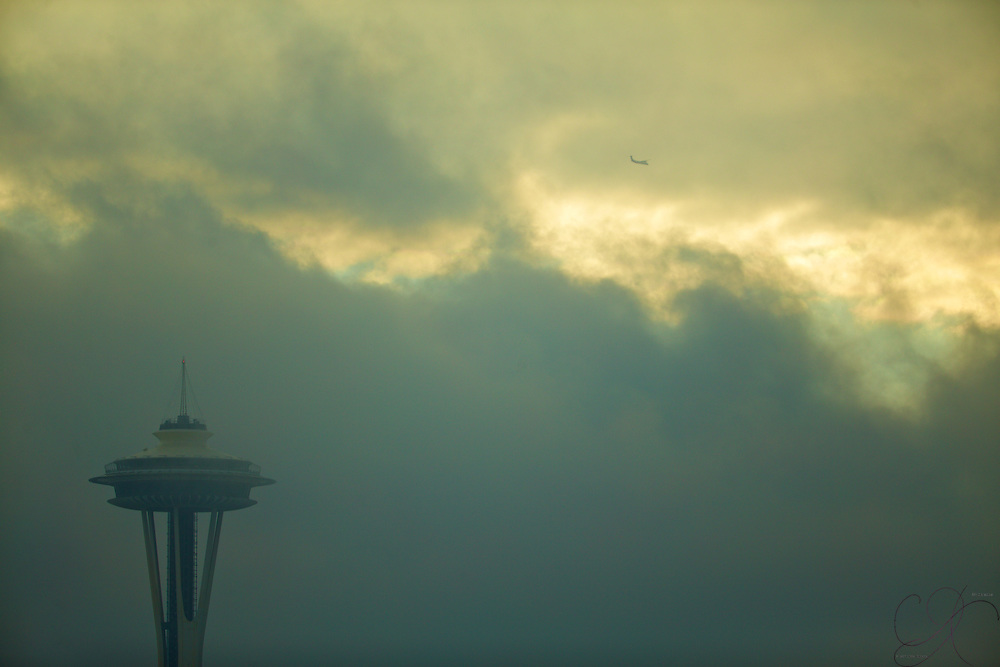 No VFR here - a cloudy approach into Seattle over the Needle