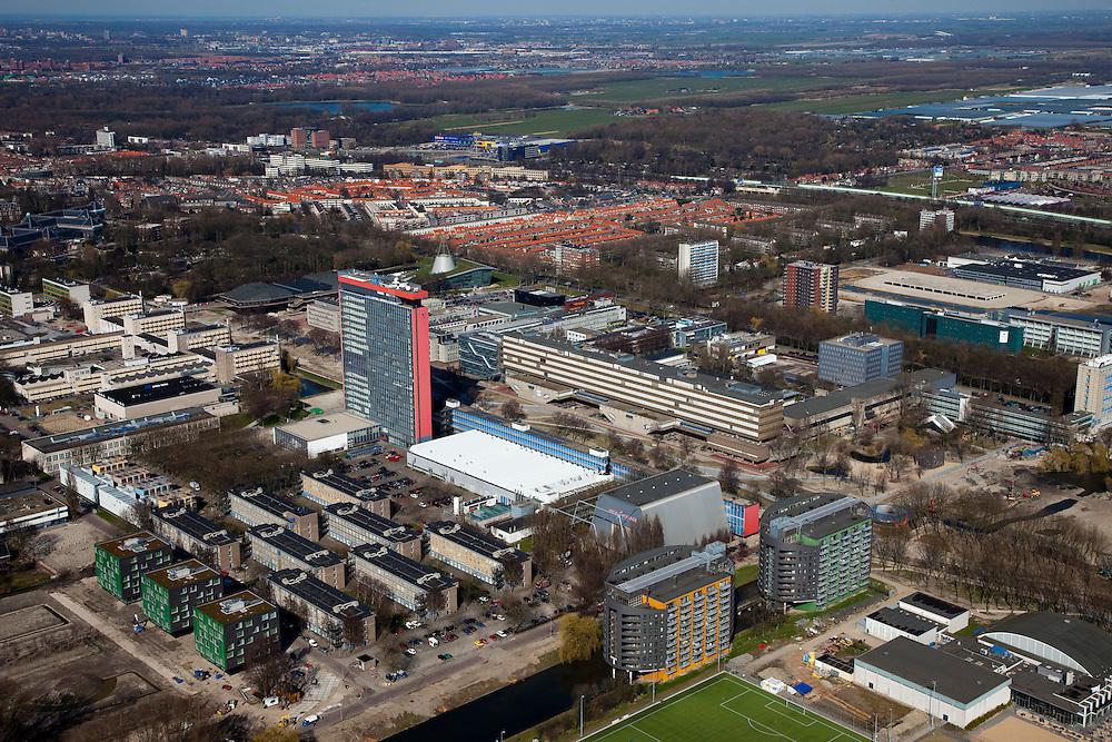 Nederland, Zuid-Holland, Delft, 20-03-2009; Campus TU Delft, met in het midden de hoogbouw van de faculteit Elektrotechniek. Daarnaast - met wit dak - het DTO/CEM laboratorium. Achter electrotechniek de bibliotheek (met kegel op het dak). De verschillende flatgebouwen zijn studentenflats. Het blauw met gele gebouw op het tweede plan is de IKEA, de huizen van Ypenbug en Nootdorp aan de horizon. Overview of the Campus of the Techical University (TU) of  Delft, the high-rise red-striped building is the faculty of Electrical Engineering..Swart collectie, luchtfoto (toeslag); Swart Collection, aerial photo (additional fee required).foto Siebe Swart / photo Siebe Swart