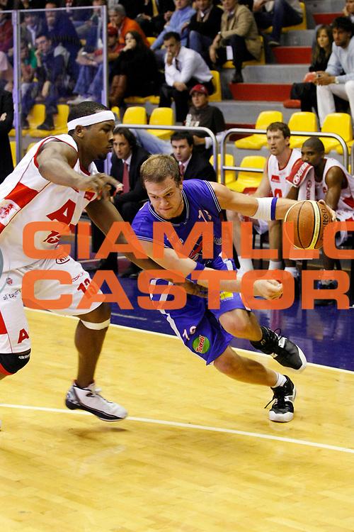 DESCRIZIONE : Milano Lega A1 2007-08 Armani Jeans Milano Pierrel Capo d'Orlando<br /> GIOCATORE : Charles Wallace<br /> SQUADRA : Pierrel Capo d'Orlando<br /> EVENTO : Campionato Lega A1 2007-2008<br /> GARA : Armani Jeans Milano Pierrel Capo d'Orlando<br /> DATA : 18/10/2007<br /> CATEGORIA : Palleggio<br /> SPORT : Pallacanestro<br /> AUTORE : Agenzia Ciamillo-Castoria/G.Cottini