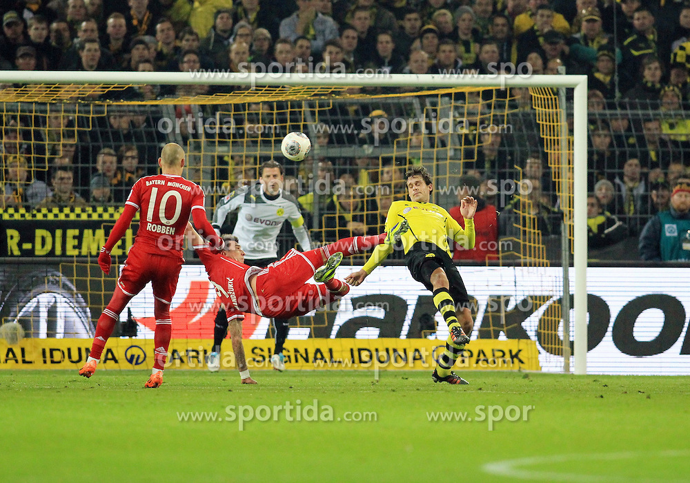 23.11.2013, Signal Iduna Park, Dortmund, GER, 1. FBL, Borussia Dortmund vs FC Bayern Muenchen, 13. Runde, im Bild Mario Mandzukic #9 (FC Bayern Muenchen) mit einem Seitfallzieher gegen Manuel Friedrich #2 (Borussia Dortmund), Aktion, Action // during the German Bundesliga 13th round match between Borussia Dortmund and FC Bayern Munich at the Signal Iduna Park in Dortmund, Germany on 2013/11/23. EXPA Pictures &copy; 2013, PhotoCredit: EXPA/ Eibner-Pressefoto/ Schueler<br /> <br /> *****ATTENTION - OUT of GER*****