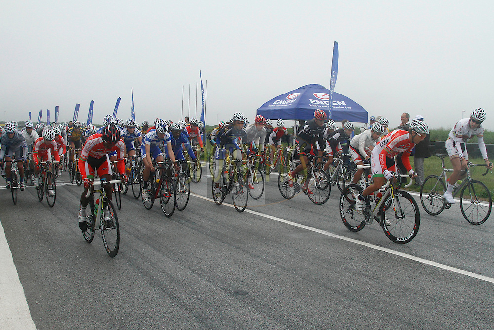 Start of the 60 lap race during Engen Dynamic Cycle Challenge held in Port Elizabeth, Eastern Cape, South Africa on the 21st October 2012..Photo by Michael Sheehan/SPORTZPICS