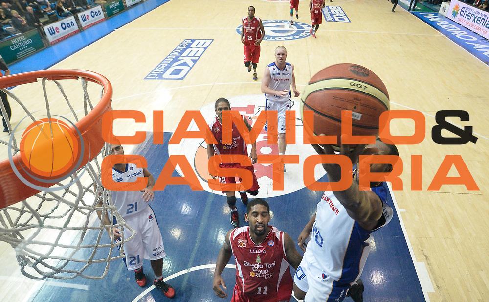 DESCRIZIONE : Cantu' campionato serie A 2013/14 Pallacanestro Cantu' Giorgio Tesi Group Pistoia <br /> GIOCATORE : Joe Ragland<br /> CATEGORIA : tiro penetrazione<br /> SQUADRA : Pallacanestro Cantu'<br /> EVENTO : Campionato serie A 2013/14<br /> GARA : Pallacanestro Cantu' Giorgio Tesi Group Pistoia<br /> DATA : 13/10/2013<br /> SPORT : Pallacanestro <br /> AUTORE : Agenzia Ciamillo-Castoria/R. Morgano<br /> Galleria : Lega Basket A 2013-2014  <br /> Fotonotizia : Cantu' campionato serie A 2013/14 Pallacanestro Cantu' Giorgio Tesi Group Pistoia <br /> Predefinita :