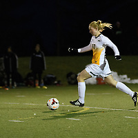 2nd year midfielder Jet Davies (17) of the Regina Cougars in action during the Women's Soccer home game on October 7 at U of R Field. Credit: Arthur Ward/Arthur Images