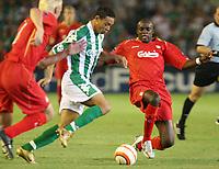 Liverpool's Sammy Hippia and Momo Sissoko chase Betis' Ricardo Oliveira during their Champions League match in Ruiz de Lopera stadium in Seville, Spain, Tuesday 13 September, 2005. (Photo / Alvaro Hernandez)