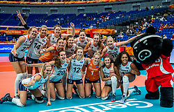 04-10-2018 JPN: World Championship Volleyball Women day 6, Yokohama<br /> Netherlands - Mexico 3-0 / Team NL with mascot VolleyBoo