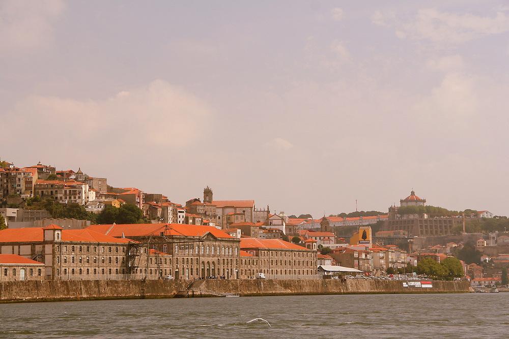 Ribeira, episcopal palace and cathedral; church in front : São Lourenço dos Grilos; Porto, Portugal