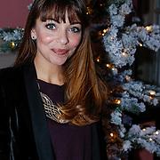 NLD/Amsterdam/20121129 - Inloop Giftsuite 2012, Georgina Verbaan bij een kerstboom