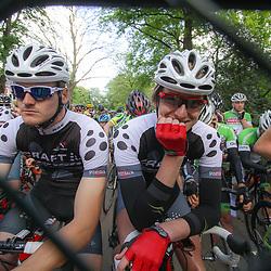 WIELRENNEN Rijssen, de 62e ronde van Overijssel werd op zaterdag 3 mei verreden. Voor de start zag Wim Kleiman de koers van de zonnige kant