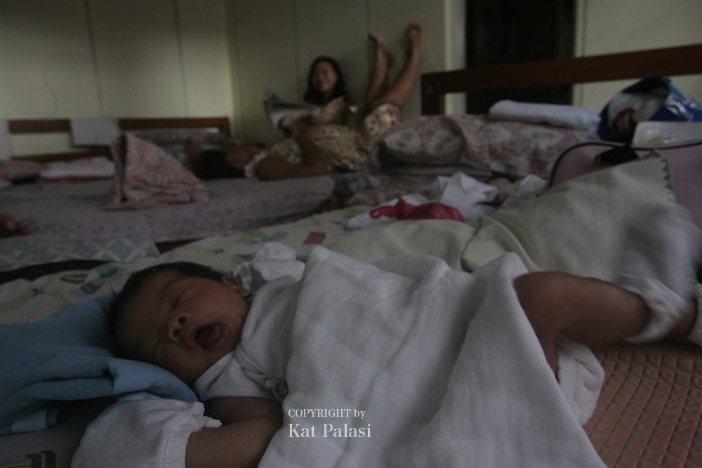 These young Filipino women are already mothers at a young age.