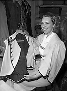 20/05/1959<br /> 05/20/1959<br /> 20 May 1959<br /> Miss Seonaid Walker, Theatre Club, at the Gate Theatre, Dublin. Miss Walker displaying a costume.