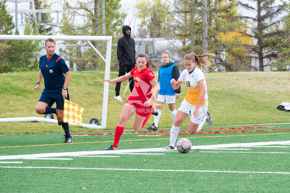 4th year defender Olivia Bolen (19) of the Regina Cougars in action during the Women's Soccer Home Game on September 23 at U of R Field. Credit Matt Johnson/©Arthur Images 2017