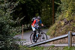 12-09-2017 FRA: BvdGF Tour du Mont Blanc day 3, Chamonix<br /> We starten deze dag met een prachtige afdaling. Nadien splitsen de groepen en volgt een pittige klim waarbij we de spoorlijn kruisen. Daarna worden we beloond met een mooie flowtrail alvorens we het bergsportmekka Chamonix bereiken.