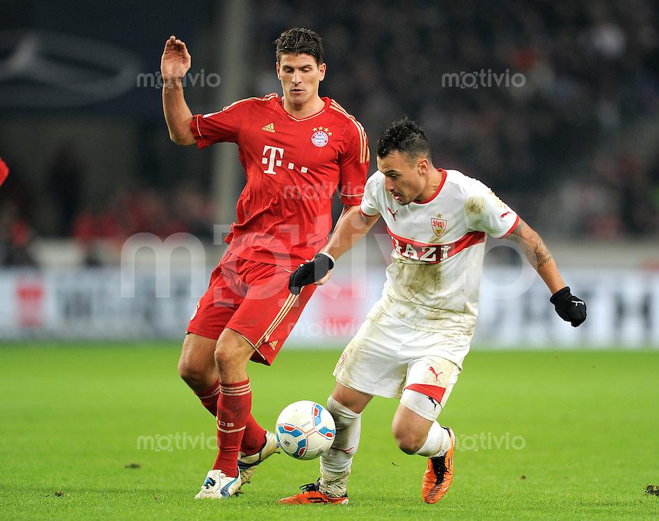 Fussball 1. Bundesliga:  Saison   2011/2012    16. Spieltag VfB Stuttgart - FC Bayern Muenchen  11.12.2011 Mario Gomez (li, FC Bayern Muenchen) gegen Timo Gebhart (VfB Stuttgart)