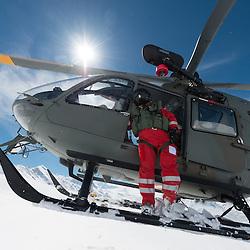 29. April 2014 PDG 2014<br /> Patrouille des Glacier 2014 Arolla<br /> Aufbau PDG, SAR, Search and Rescue, Rettungsteam