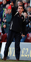 Photo: Daniel Hambury.<br />Brentford v Sunderland. The FA Cup. 28/01/2006.<br />Brentford's manager Martin Allen gives his orders from the touch line.