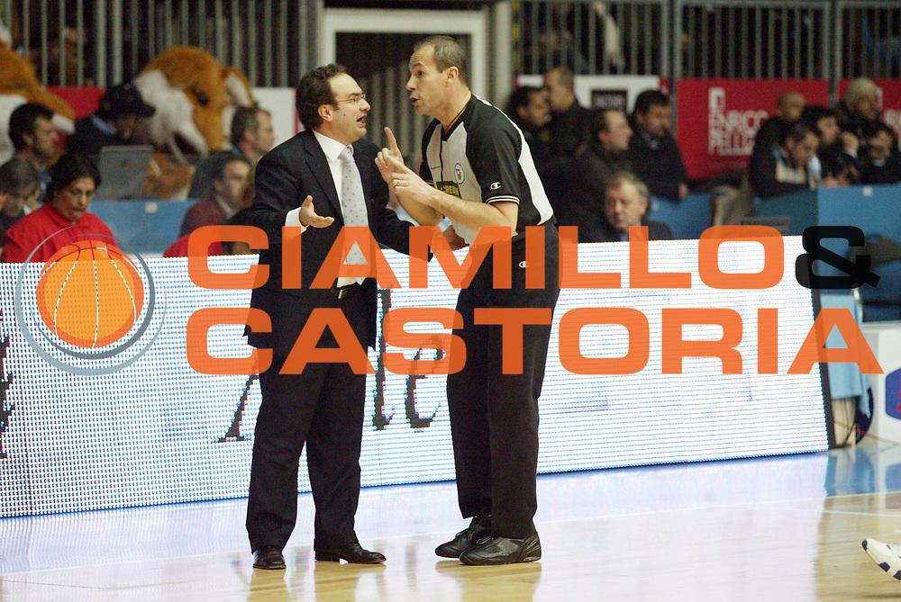 DESCRIZIONE : Cantu Lega A1 2006-07 Tisettanta Cantu Whirlpool Varese<br /> GIOCATORE : Sacripanti Arbitro<br /> SQUADRA : Tisettanta Cantu<br /> EVENTO : Campionato Lega A1 2006-2007 <br /> GARA : Tisettanta Cantu Whirlpool Varese<br /> DATA : 14/01/2007 <br /> CATEGORIA : Delusione<br /> SPORT : Pallacanestro <br /> AUTORE : Agenzia Ciamillo-Castoria/G.Cottini