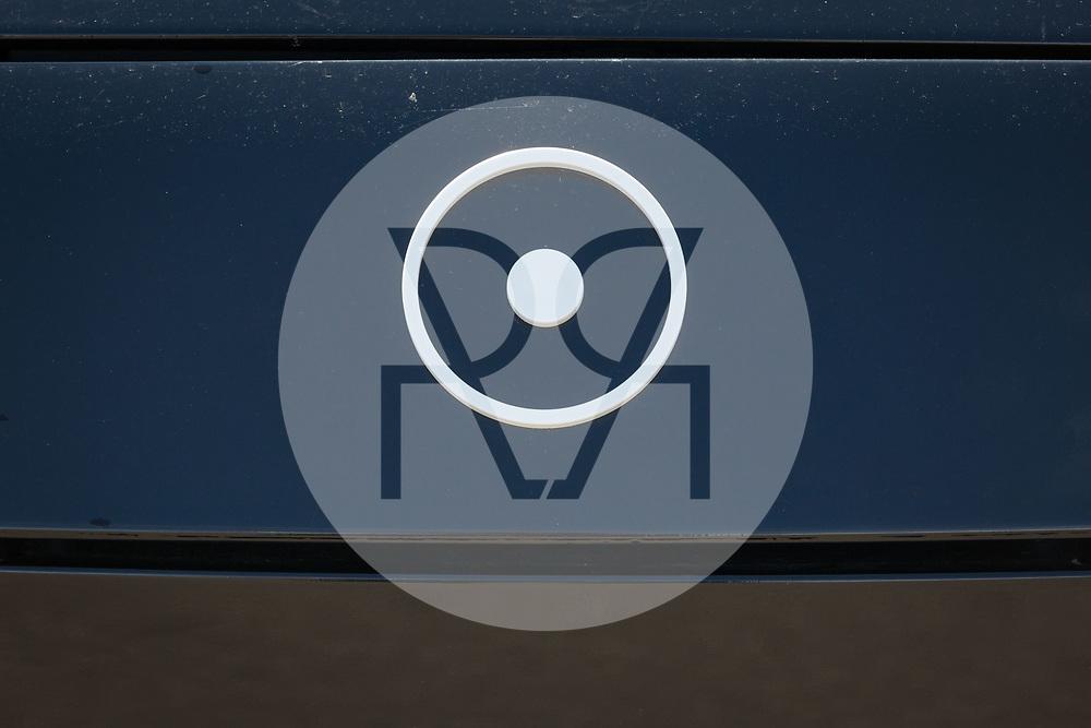 SCHWEIZ - BASEL - Logo des Elektroautos Sion von Sono Motors - 13. April 2018 © Raphael Hünerfauth - http://huenerfauth.ch