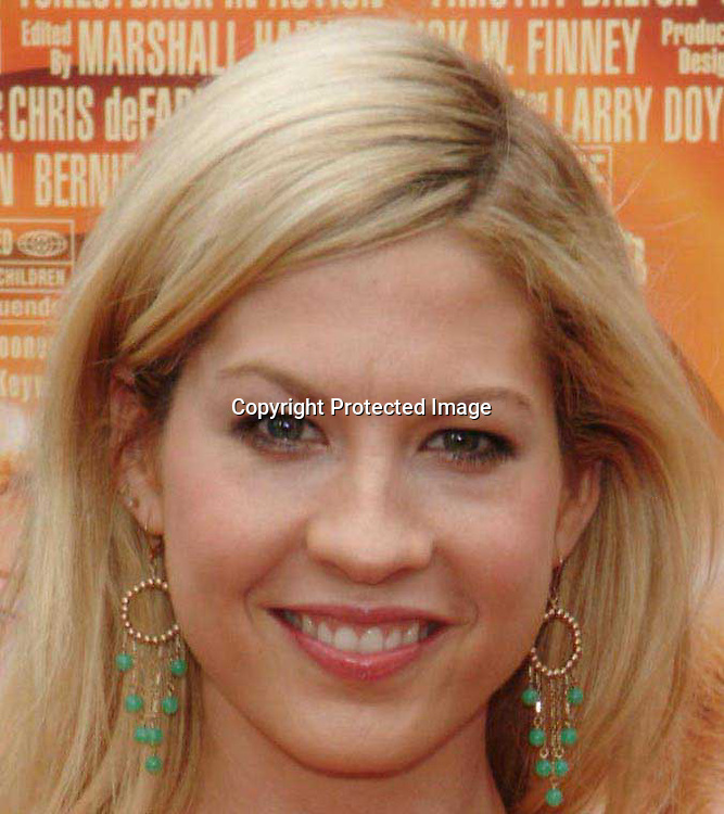 Jenna Elfman<br />&ldquo;Looney Tunes:  Back In Action&rdquo; Film Premiere<br />Grauman's Chinese Theater<br />Hollywood, CA, USA<br />Sunday, November, 09, 2003 <br />Photo By Celebrityvibe.com/Photovibe.com