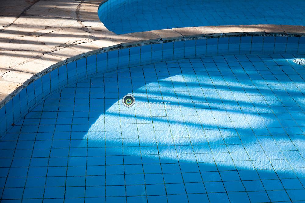 Piscina de hotel em Natal, Rio Grande do norte // Swiming pool at a hotel in Natal, Brazil 2013.