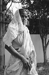 BANGLADESH DHAKA JUN94 - Bahar Begum, a slumdweller and domestic help for Bangla German Sampreeti poses for a portrait in Banani, Dhaka...jre/Photo by Jiri Rezac..© Jiri Rezac 1994