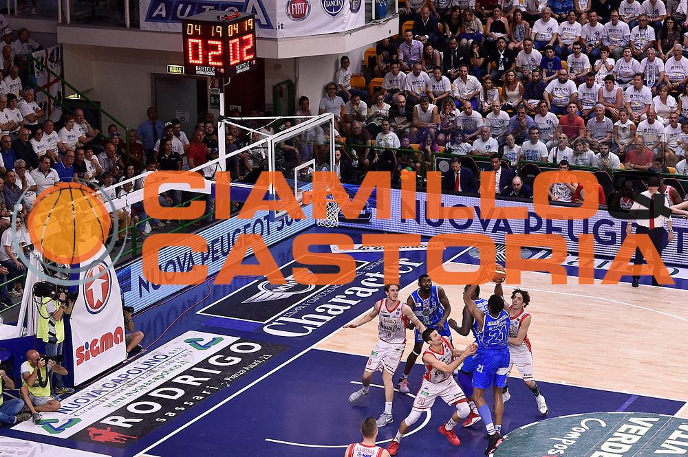 DESCRIZIONE : Sassari Lega A 2014-2015 Banco di Sardegna Sassari Grissinbon Reggio Emilia Finale Playoff Gara 6 <br /> GIOCATORE : Jeff Brooks<br /> CATEGORIA : penetrazione tiro sequenza<br /> SQUADRA : Banco di Sardegna Sassari<br /> EVENTO : Campionato Lega A 2014-2015<br /> GARA : Banco di Sardegna Sassari Grissinbon Reggio Emilia Finale Playoff Gara 6 <br /> DATA : 24/06/2015<br /> SPORT : Pallacanestro<br /> AUTORE : Agenzia Ciamillo-Castoria/GiulioCiamillo<br /> GALLERIA : Lega Basket A 2014-2015<br /> FOTONOTIZIA : Sassari Lega A 2014-2015 Banco di Sardegna Sassari Grissinbon Reggio Emilia Finale Playoff Gara 6<br /> PREDEFINITA :