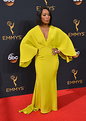 Angela Bassett bei der Verleihung der 68. Primetime Emmy Awards in Los Angeles / 180916<br /> <br /> *** 68th Primetime Emmy Awards in Los Angeles, California on September 18th, 2016***