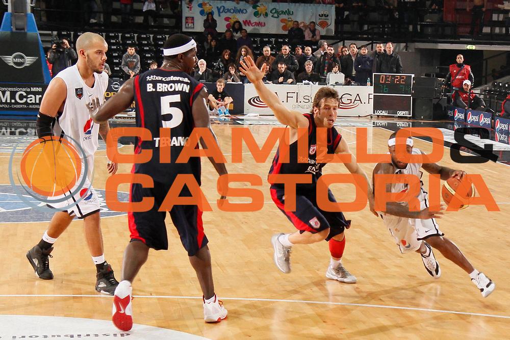 DESCRIZIONE : Caserta Lega A 2011-12 Pepsi Caserta Bancatercas Teramo<br /> GIOCATORE : Andre Collins<br /> SQUADRA : Pepsi Caserta<br /> EVENTO : Campionato Lega A 2011-2012<br /> GARA : Pepsi Caserta Bancatercas Teramo<br /> DATA : 18/12/2011<br /> CATEGORIA : palleggio penetrazione<br /> SPORT : Pallacanestro<br /> AUTORE : Agenzia Ciamillo-Castoria/A.De Lise<br /> Galleria : Lega Basket A 2011-2012<br /> Fotonotizia : Caserta Lega A 2011-12 Pepsi Caserta Bancatercas Teramo<br /> Predefinita :