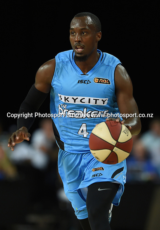Cedric Jackson in action during the SkyCity Breakers v Melbourne United match. 2014/15 ANBL Basketball Season. Vector Arena, Auckland, New Zealand. Sunday 18 January 2015. Copyright Photo: Andrew Cornaga / www.photosport.co.nz