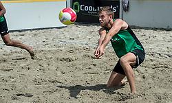 17-06-2016 NED: Beachvolleybaltoernooi eredivisie, Amsterdam<br /> Op het Mercatorplein in Amsterdam gaan de beachers uit de eredivisie van start / Gijs Jorna #2