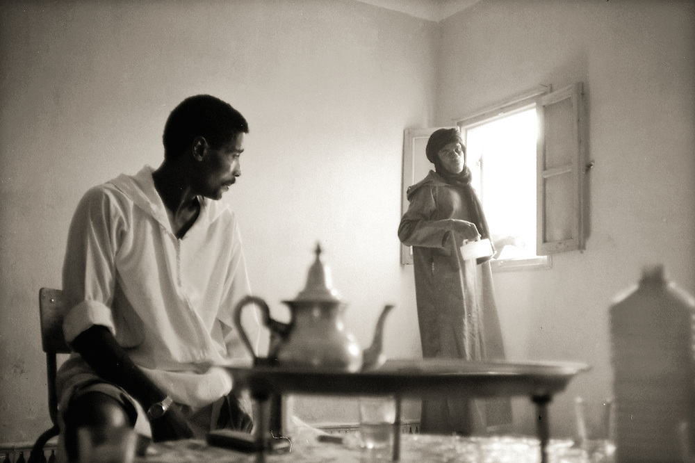 Erfoud- Maroc- Morocco 1997- drinking tea