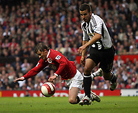 Photo: Paul Thomas.<br /> Manchester United v Newcastle United. The Barclays Premiership. 01/10/2006.<br /> <br /> Ole Gunnar Solskjaer (L) of Man Utd is pushed off the ball by Steven Taylor.