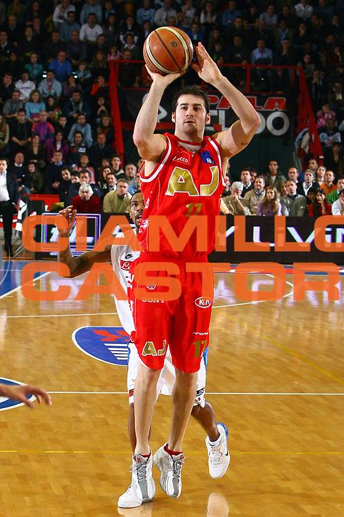 DESCRIZIONE : Napoli Lega A1 2006-07 Eldo Napoli Armani Jeans Milano<br /> GIOCATORE : Calabria<br /> SQUADRA : Armani Jeans Olimpia Milano<br /> EVENTO : Campionato Lega A1 2006-2007 <br /> GARA : Eldo Napoli Armani Jeans Milano<br /> DATA : 14/01/2007 <br /> CATEGORIA : Tiro<br /> SPORT : Pallacanestro <br /> AUTORE : Agenzia Ciamillo-Castoria/E.Castoria