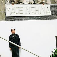 BEIJING, OCT. 22: der Chinesische Kuenstler Sui Jianguo in seinem Archiv .